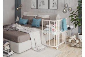 Приставные кроватки для новорожденных: преимущества, особенности и модели